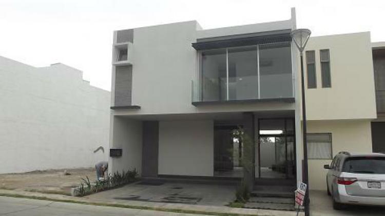 Venta casa solares coto santillana nueva de 3 hab for Casa moderna zapopan