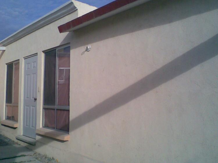 Se renta casa en la colonia las torres 2 car26480 for Renta de casas en saltillo