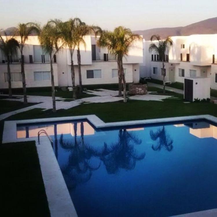 Casas con alberca en un mes la puedes tener los prados for Albercas minimalistas imagenes