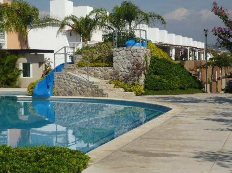 Casas con alberca equipadas cerca tec cuernavaca de 100m for Casa minimalista con alberca