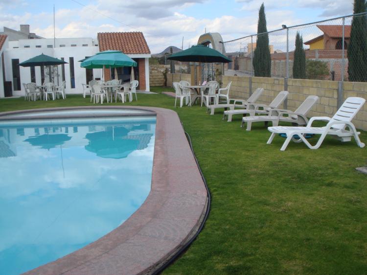 Villa bonanza caba as a 1 km del zoologico africam for Piscina valsequillo