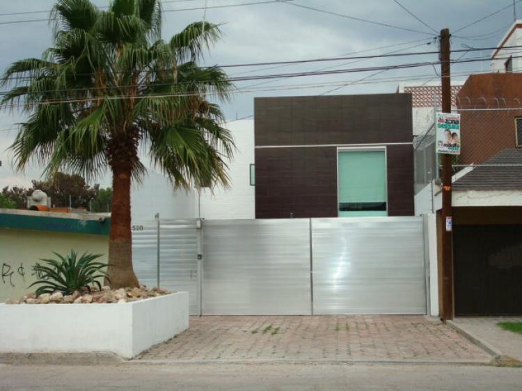 Casa minimalista como nueva en celaya cav12356 for Foto casa minimalista