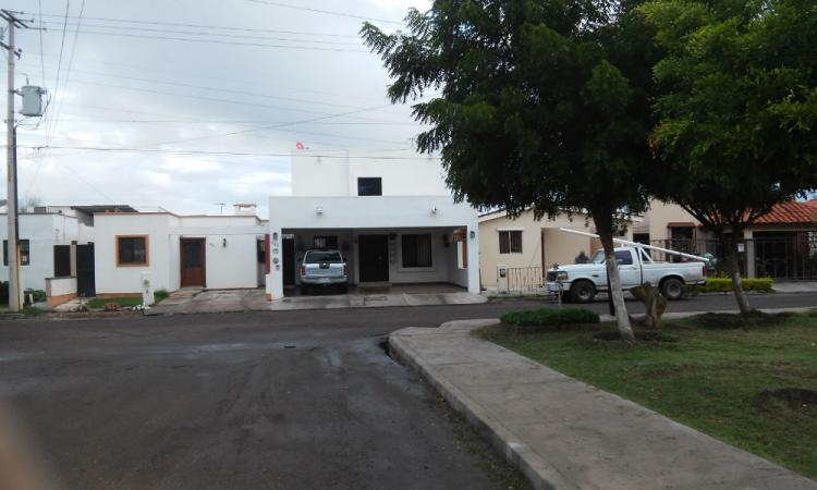 Excelente casa en venta fracc villa california cd for Casas modernas nogales sonora