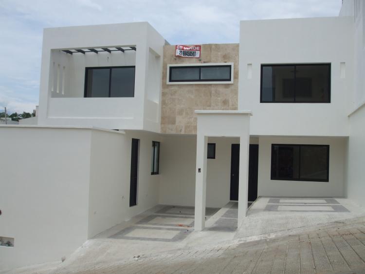 Hermosa y funcional casa minimalista cav44817 for Casa minimalista en