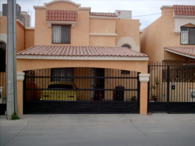Casa en venta en hermosillo misi n del real 150 m2 3 for Fachada de casas modernas con porton