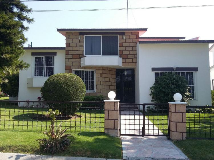Hermosa casa con enorme jard n en lomas de cocoyoc cav149925 - Casas con jardines bonitos ...