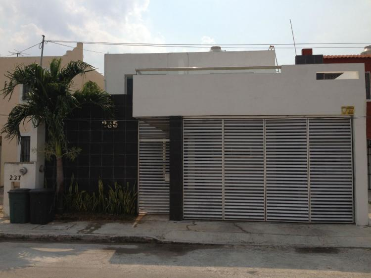 Hermosa casa de dos plantas zona norte de merida yucatan for Casa con piscina zona norte merida