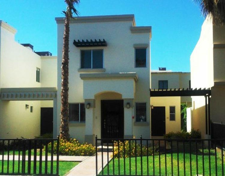 Hermosa casa en privada e recamaras en privada cav102581 for Renta de casas en mexicali