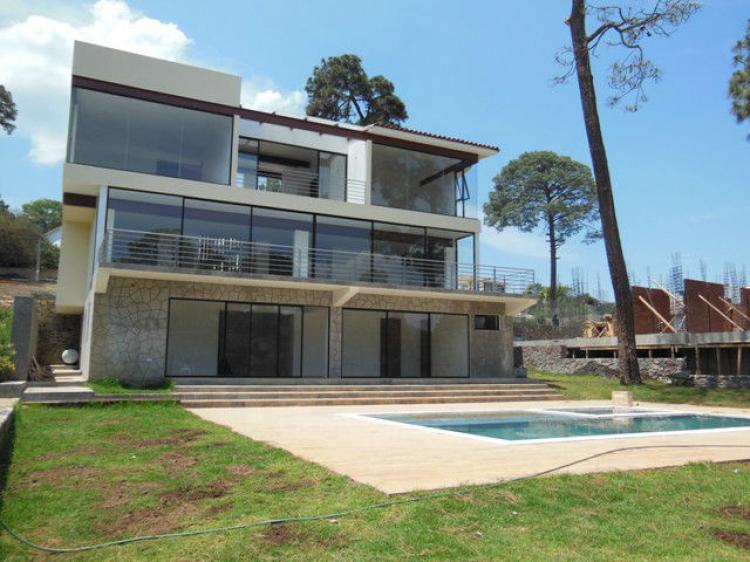 Hermosa residencia en venta con amplio jard n y alberca en for Residencial casas jardin