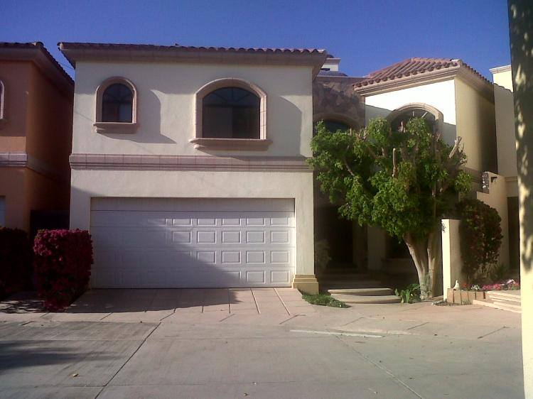 En renta casa en zona norte en exclusiva privada car54655 for Casas en renta en colima