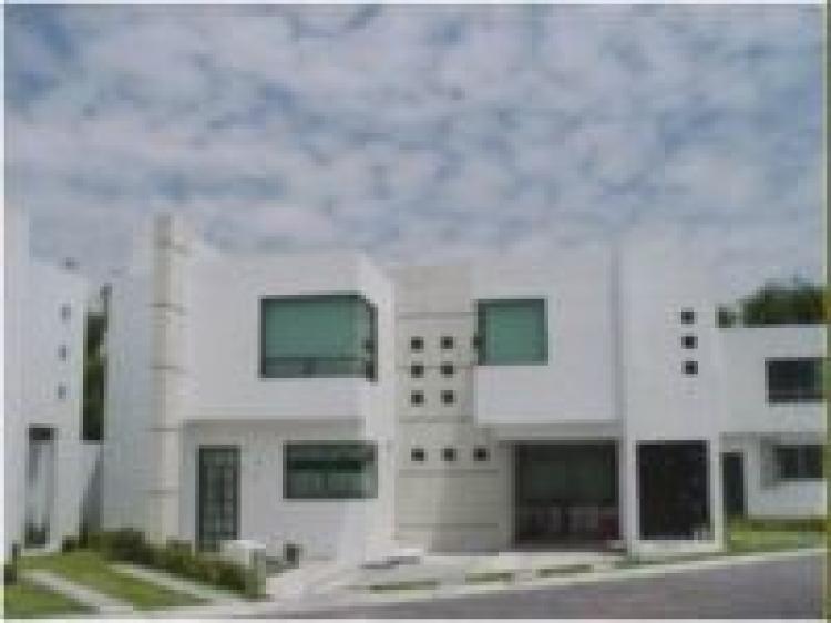 Casa en renta fracc la porta metepec zona aeropuerto for Casa minimalista toluca