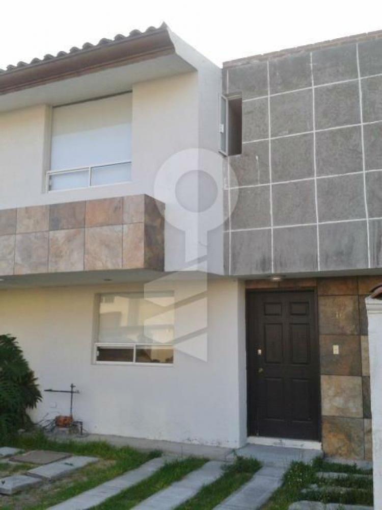 La cima residencial renta casa en boulevard atlixco col for Casa in cima al garage
