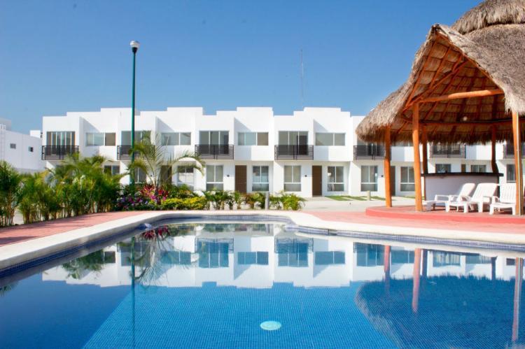 Las ceibas residencial vallarta casa con alberca cav128514 for Alberca residencial