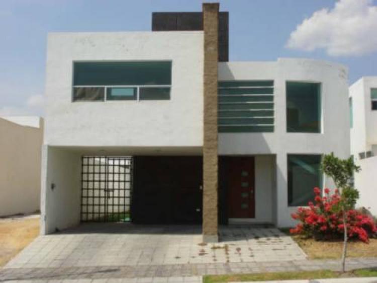 Rento casa lomas de angelopolis car6191 for Casa lomas muebles