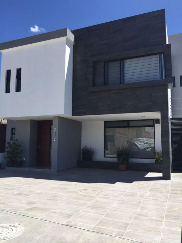 Lujosa casa en lomas de juriquilla tunguragua cav181496 for Casas modernas juriquilla queretaro
