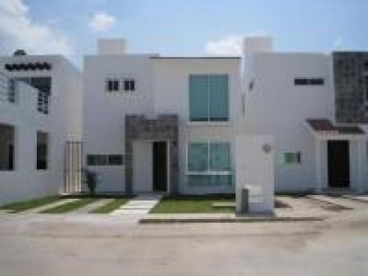 Rento casa minimalista en grande car32932 for Casa minimalista grande