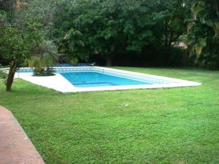Fotos de rancho cortes seguridad amplio jardin y alberca for Alberca con jardin