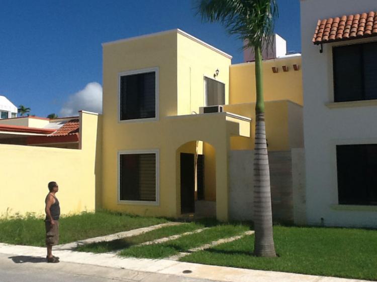 Rento hermosa casa en bosque real car83924 for Casas puerta del sol bosque real