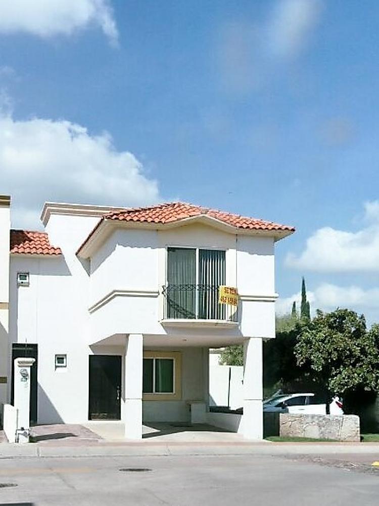 Se renta hermosa casa fracc altamira car215940 for Casas en renta en irapuato