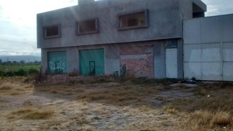 Terreno con construcci n de locales y oficinas en celaya for Construccion de locales comerciales y oficinas