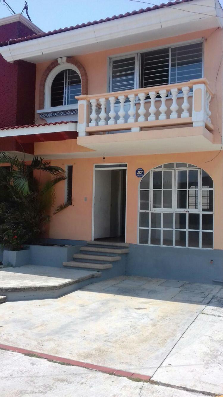 Vendo casa de tres recamaras en coatzacoalcos en privada for Casas en renta coatzacoalcos