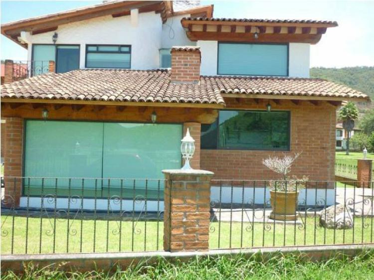Rento caba a y chalet en av ndaro valle de bravo cat71285 for Casas en valle de bravo