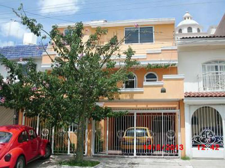 Venta casa residencial victoria de 4 hab 4 ba os 2 autos for Telefono casa jardin