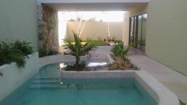 Venta casas merida montevideo zona norte altabrisa for Casa con piscina zona norte merida
