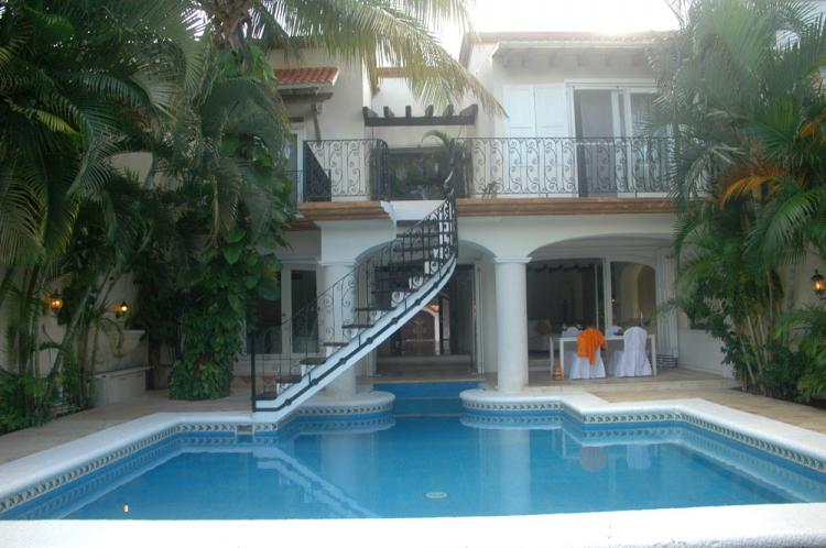 Venta residencia 4 rec maras con alberca y frente de campo for Casas estilo mexicano contemporaneo fotos