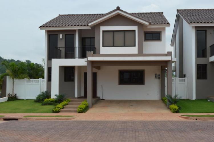 Casa en venta en ciudad de panam urbanizaci n castel novo for Alquiler casas urbanizacion sevilla golf
