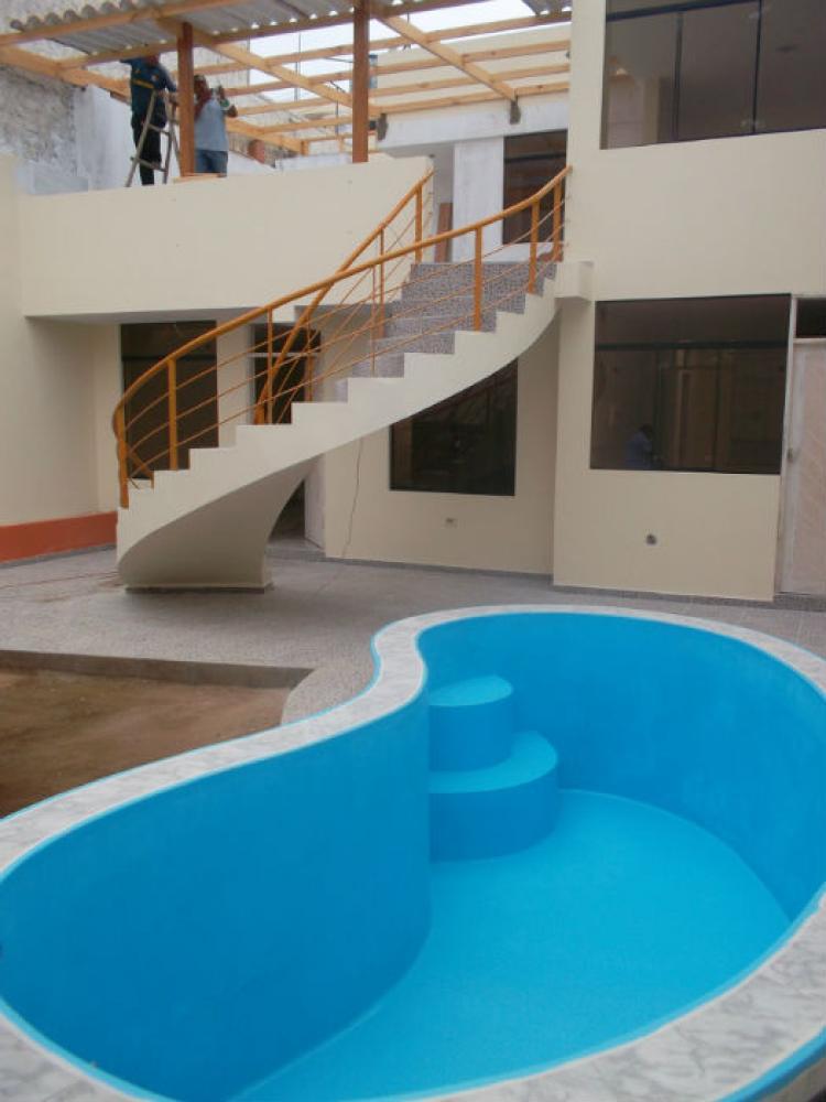 Hermosa casa con piscina jardin y cochera 215 mt 250 mil for Casas con jardin y piscina