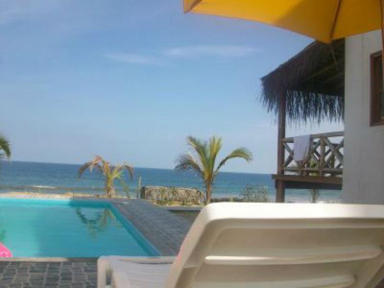 Verano todo el a o alquilo casa con piscina frente al mar for Apartamentos con piscina y playa