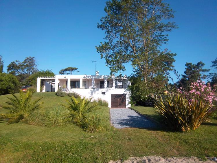 Alquilo gran residencia laguna del diario y vista al mar for Casa minimalista uruguay
