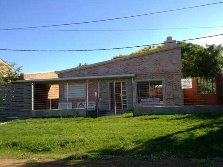 Se vende casa en salto calle rio uruguay 300 for Inmobiliaria la casa