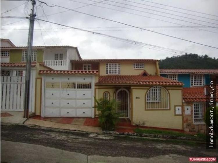 Inmobiliaria dumont vende preciosa casa quinta en la urb for Inmobiliaria la casa