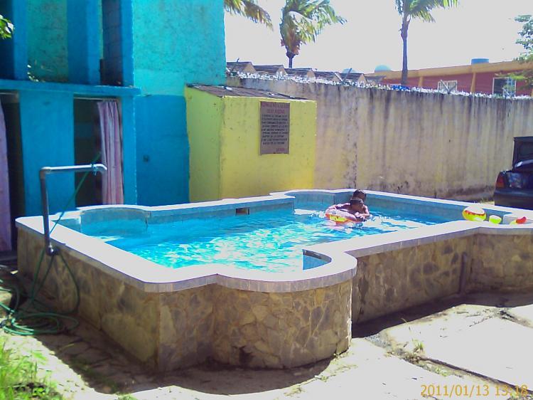 Casa en venta en chichiriviche 200 m2 4 habitaciones for Casas con piscina en chichiriviche