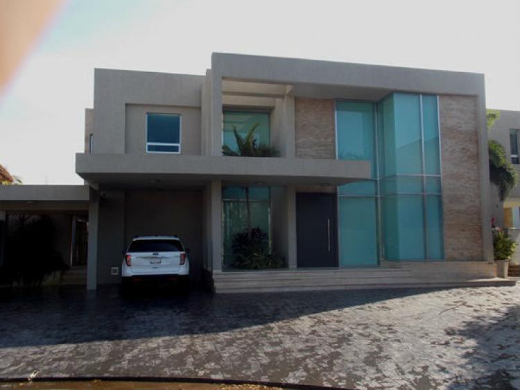 Vendo excelente casa estrenar urb las villas lecheria for Casa moderna lecheria