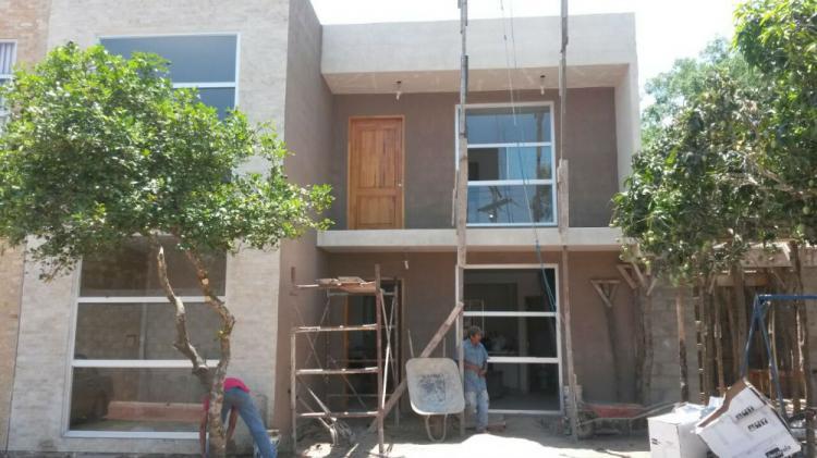 Hermosa casa de dos plantas en venta condominio cav489 for Casa de dos plantas construyehogar