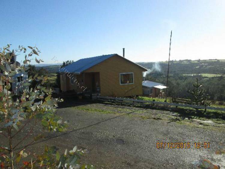Foto terreno en chiloe con vista al lago tarahuin PAV40754