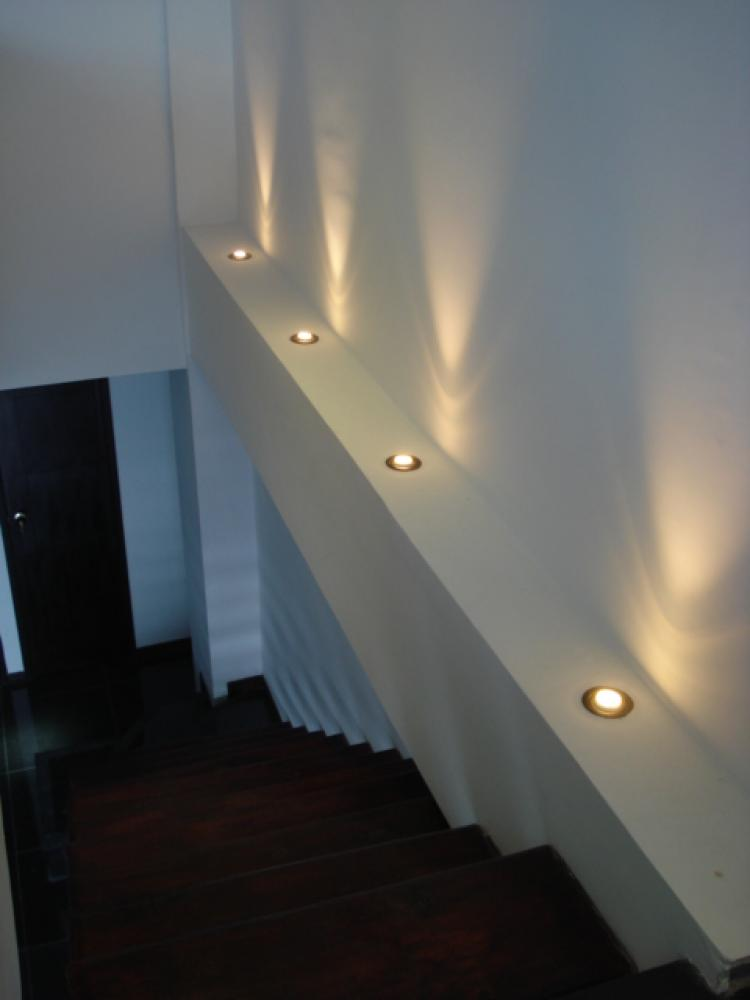 Moderno apartamento tipo loft para estrenar duplex - Iluminacion led escaleras ...