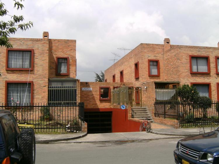 Venta casa remodelada modelia cav17284 for Casa mansion bogota