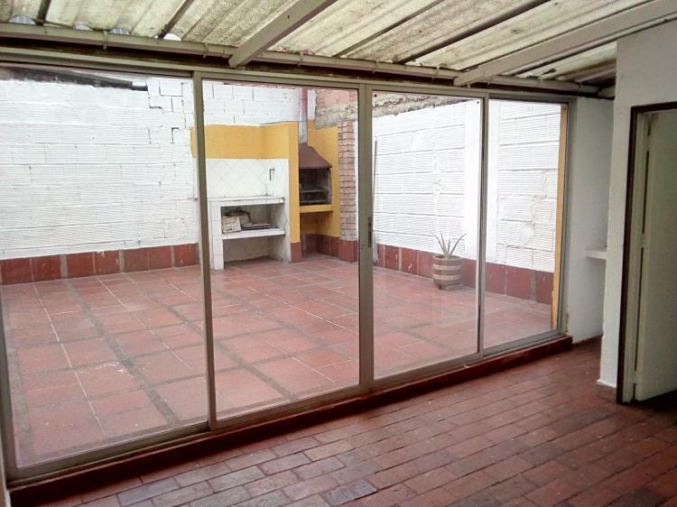 Casa De Dos Pisos Con Terraza Y Apartamento Bogota