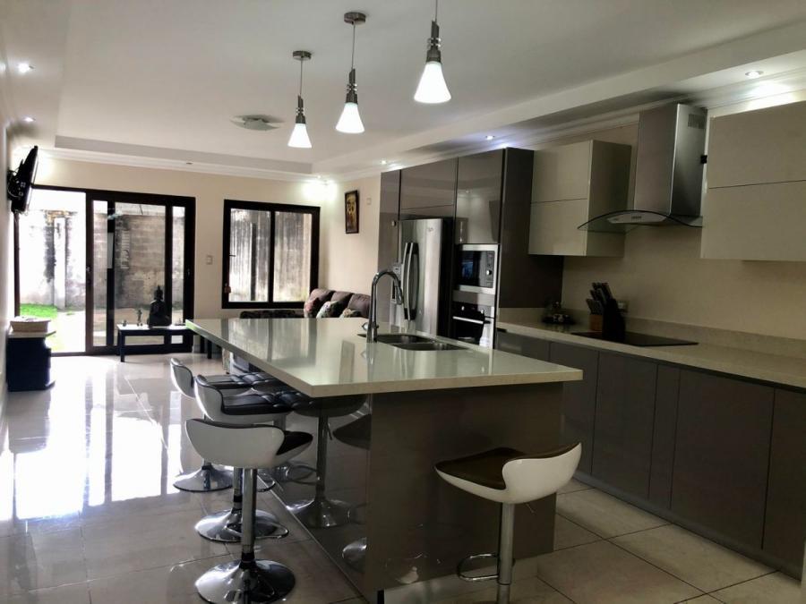 Foto Casa en Venta en Mercedes, Heredia - U$D 180.000 - CAV40657 - BienesOnLine