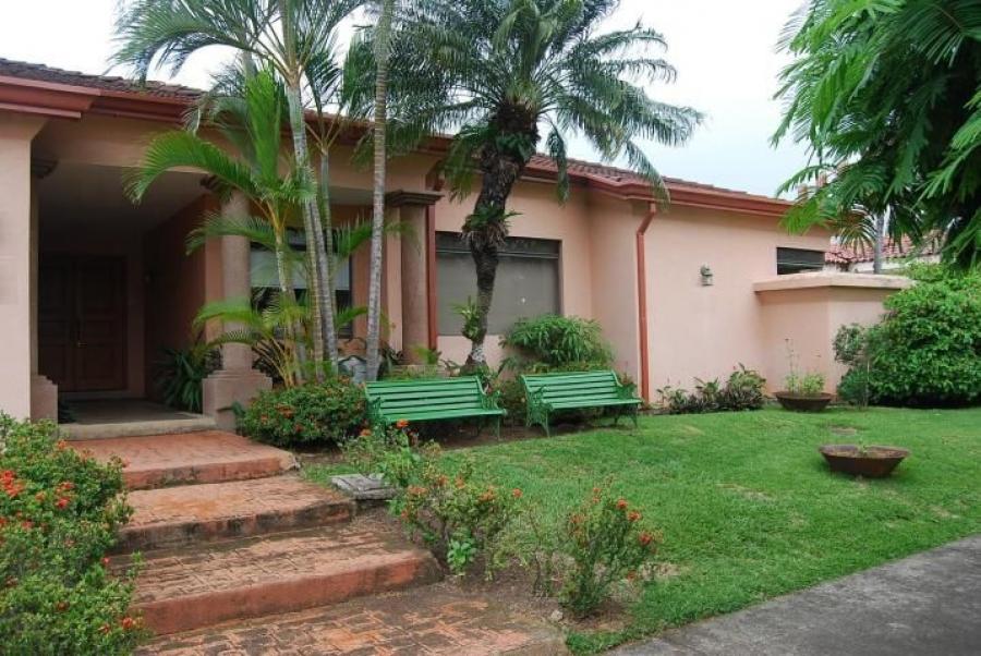 Foto Casa en Venta en SantaAnaPozos, Santa Ana, San Jos� - ¢ 325.000.000 - CAV31767 - BienesOnLine