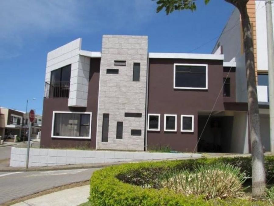 Foto MLS 20-228 Venta de hermosa casa en Heredia CAV20955