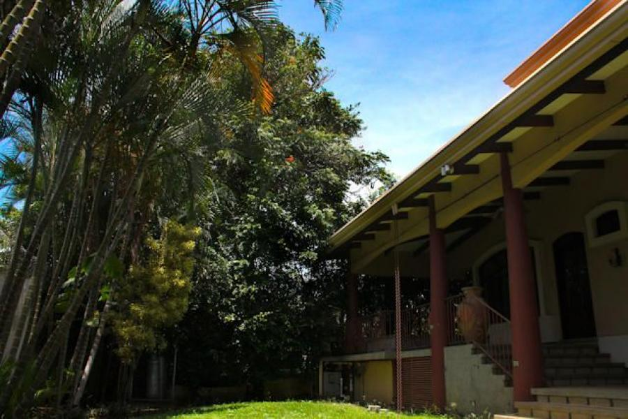 Foto Casa en Venta en Santa Ana, San Jos� - U$D 675.000 - CAV31812 - BienesOnLine