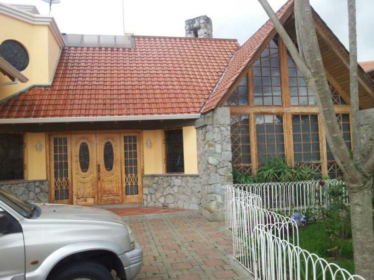 Hermosa casa de 5 dormitorios con acabados de lujo con revestimiento de madera en teka de - Casas prefabricadas cuenca ...