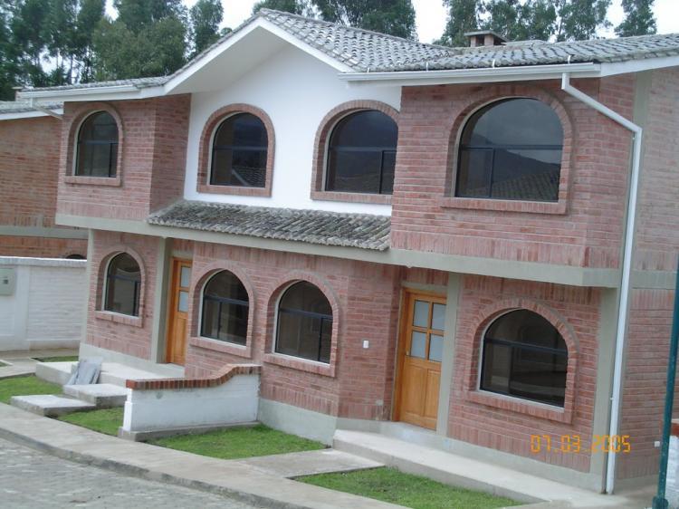 Hermosa casas de ladrillo visto frente al parque - Casas en quito ecuador ...
