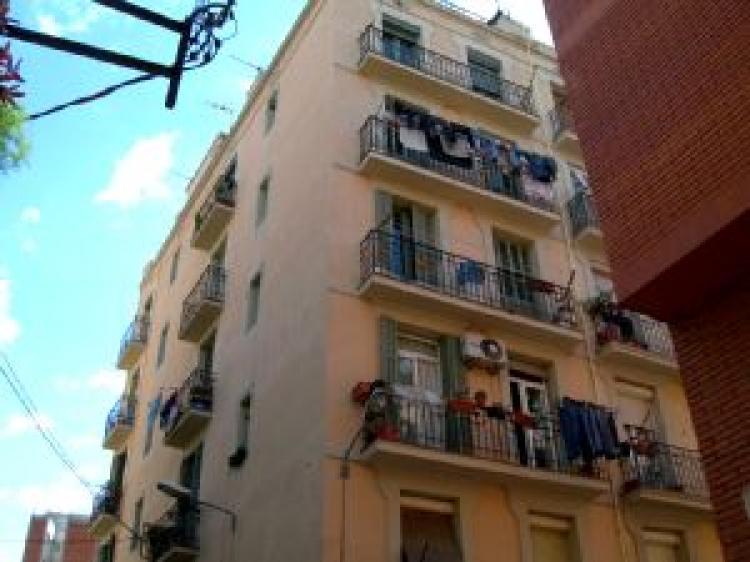 Foto Piso en Venta en Barcelona Sants. 81 m2.3 habitaciones.  €  180000 PIV2338