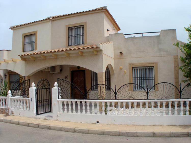 D plex de 3 dormitorios en playa flamenca costa blanca for Alquiler de habitaciones para 3 personas